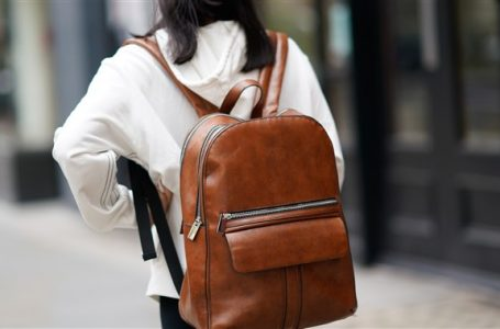 Tu ai renunta la geanta pentru un rucsac? De ce?