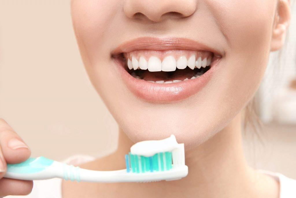 Spală corect gura și dinții