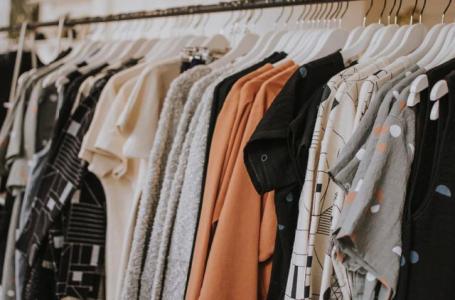 5 motive pentru care să-ți cumperi hainele și pantofii în extrasezon